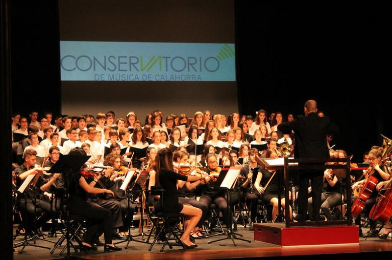 CONCIERTO BENÉFICO DE NAVIDAD - Banda, Coro y Orquesta