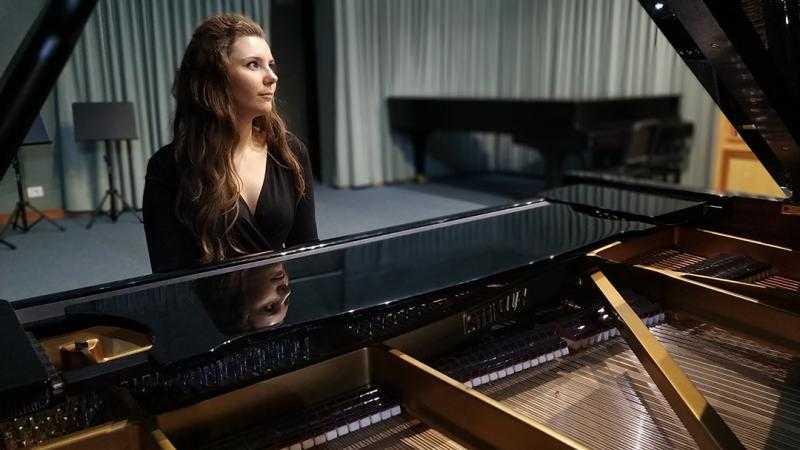 Paula Linde Guerrero (piano)
