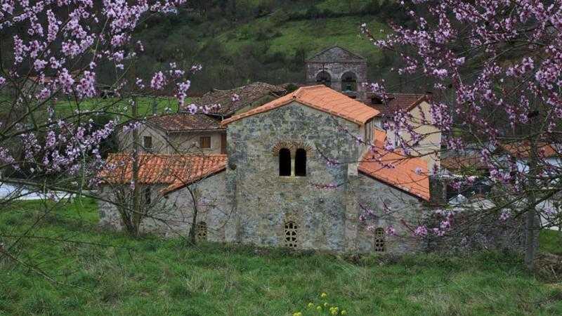 Visita a la Iglesia prerrománica de Santo Adriano de Tuñón
